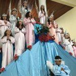Crianças de 3 a 10 anos para a coroação de NOSSA SENHORA