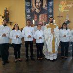 Missa da entrega de provisão aos novos ministros extraordinários da Eucaristia na Capela São Pedro no Jardim Maracanã .